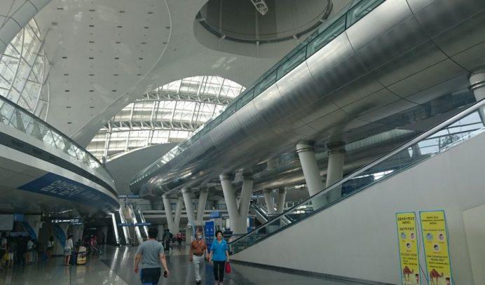 Incheon_Havalimanı_Sol_Tarafta_Tren_Bileti_Alacağınız_Makineler