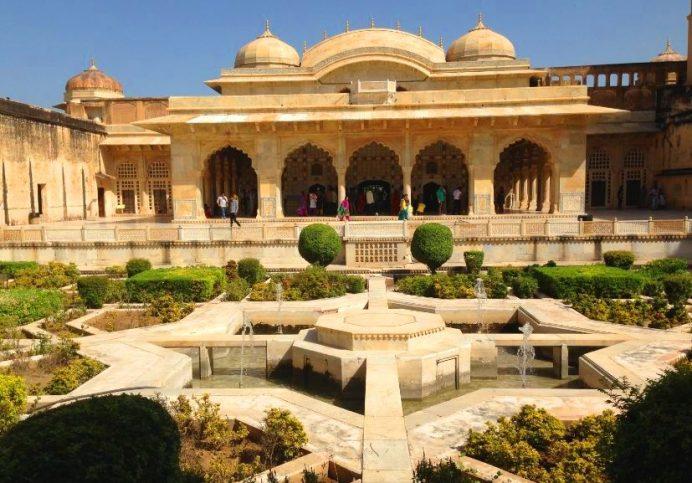Jaipur-Bir Yanda Büyüleyici Saraylar