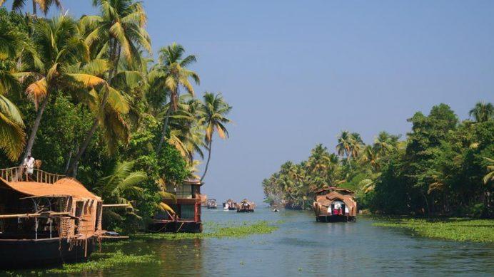 Kerala-Hindistan (Ülkenin Güneybatı bölümünde. Böyle güzel bir yer.)