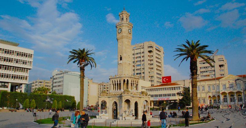İzmir_Konak_saat_kulesi_ve_Konak_meydanı