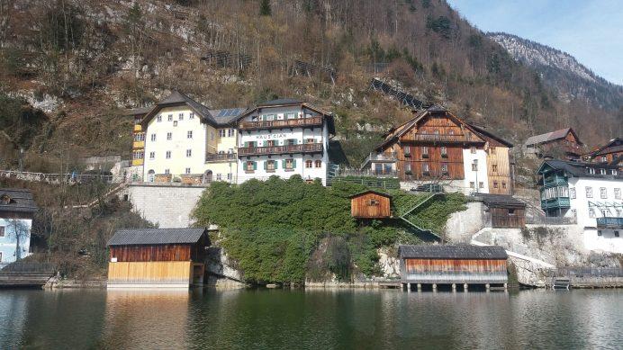 Hallstatt_gölüne_bakan_mükemmel_evler