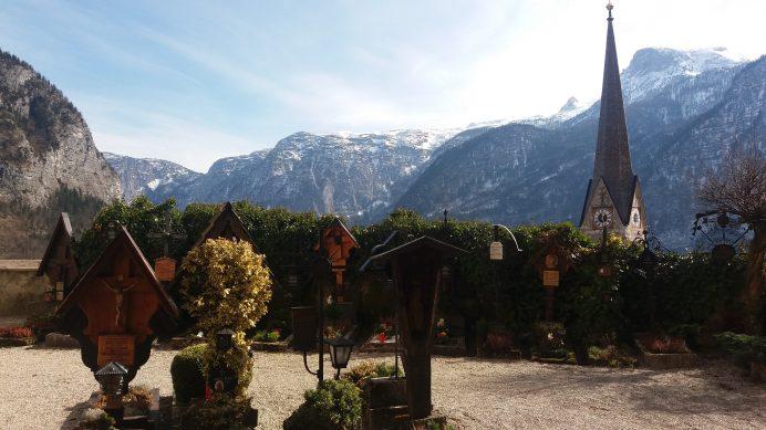 Hallstatt'daki_Katolik_Kilisesi'nin_Bahçesi