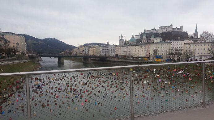Makartsteg_köprüsünden_kale_manzarası