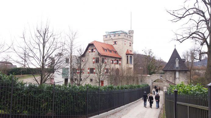 Hohensalzburg_kalesi_civarında_bir_malikane