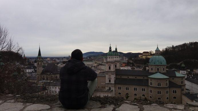 Festung_Hohensalzburg_köprüsünden_inerken_şehrin_manzarası