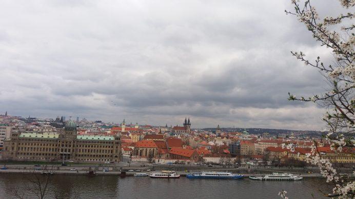 Letne_Park'ın_içinden_Prag_Manzarası