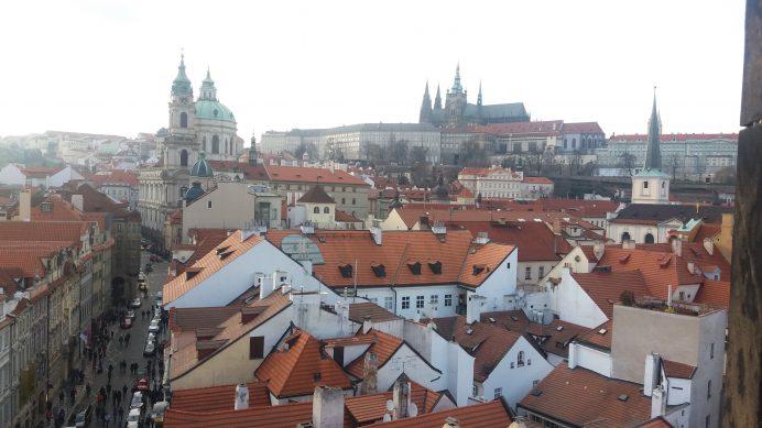 St._Nicholas_Kilisesi_Üzerinden_Prag_Kalesi_Manzarası