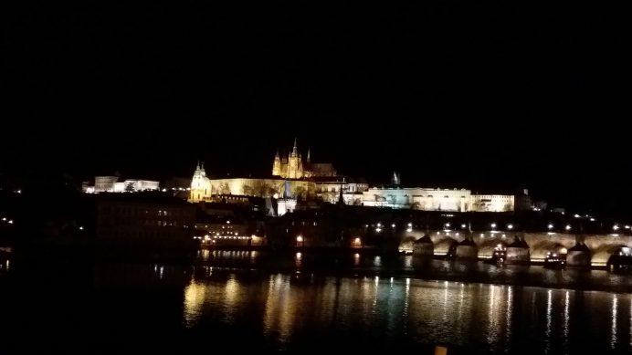 Vltava_Nehri_Üzerinden_Prag_Kalesinin_Akşam_Manzarası