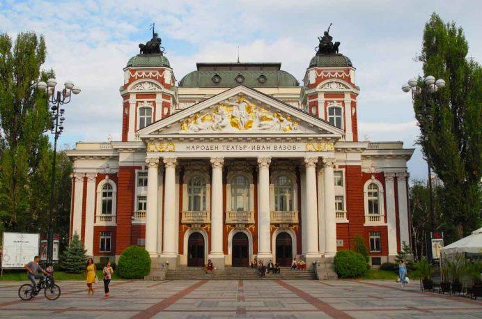 City_Garden_Ivan_Vazov_Ulusal_Tiyatro_sofya_bulgaristan_gezilecek_yerler