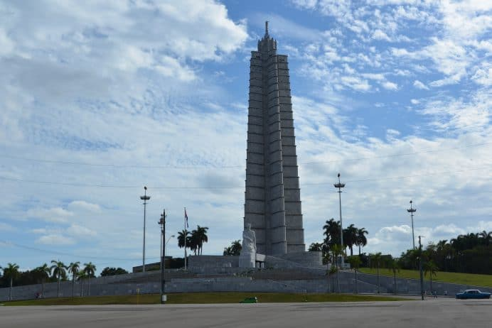 Havana_Devrim_Meydaninda_Bulunan_Jose_Marti_Aniti