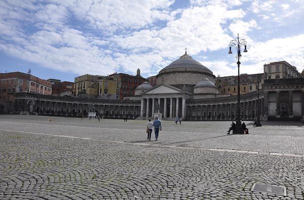 Napoli-Piazza-Plebiscito-2