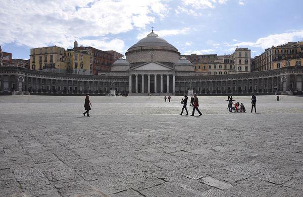 Napoli-Piazza-Plebiscito