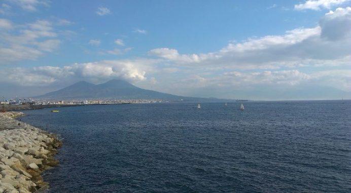 Napoli-deniz-kenarı