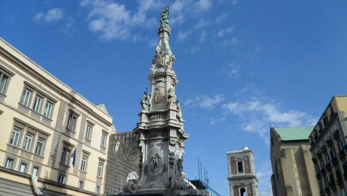 Napoli-gesu-nuovo-meydanı