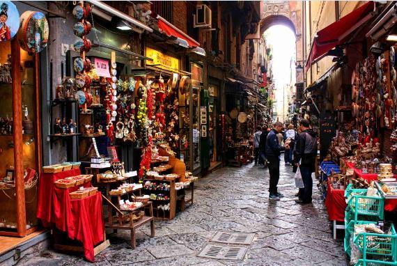 Napoli-via-san-gregorio-armeno