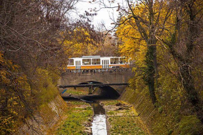 sofya_tramvay_bulgaristan_başkenti_şehirleri_gece_hayatı_geceleri_vizesi_araba