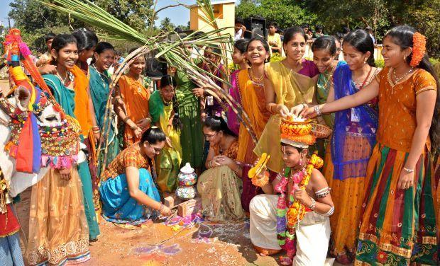 essay writing on sankranti festival Makar sankranti festival essay in hindi , importance of makar sankranti, मकर संक्रांति कैसे मनाया जाता है, भारत के पर्व, ओणम, पोंगल, बिहू.