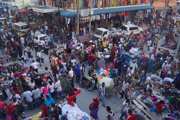 Darüsselam'da alışverişin kalbi Kariakoo Market.