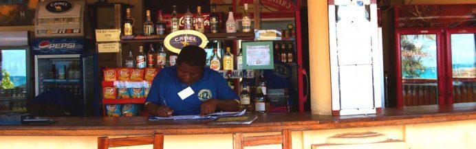 Tanzanya eğlence, gece hayatı - Kipepeo Beach Village'da bulunan bar.