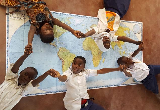 Tanzanya - Darüsselam'da gönüllü çalışma kampında çocuklarım.