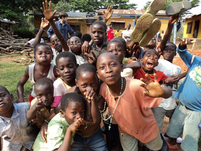 Tanzanya'daki çocuklarım ve muhteşem ekibim.