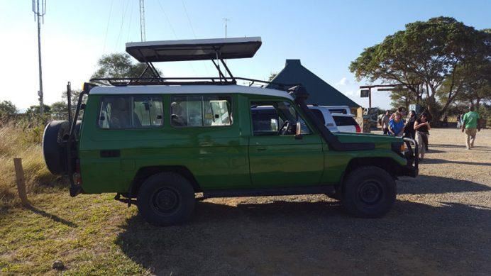 Tanzanya safaride aracınız size özel ve bu araç gibi gözlem olanağı sunsun, çok memnun kalırsınız.