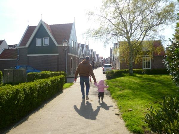 volendam - hollanda - bebekle - seyahat