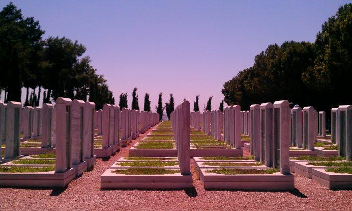 Çanakkale Şehitliği Mezar Taşları Resimi