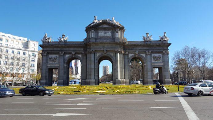 İspanya gezilecek yerler: Madrid Alcala Kapısı
