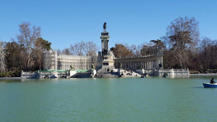 İspanya'nın Başkenti Madrid'de keyifli bir öğleden sonra için El Retiro Parkı ve 12. Alfonso Heykeli
