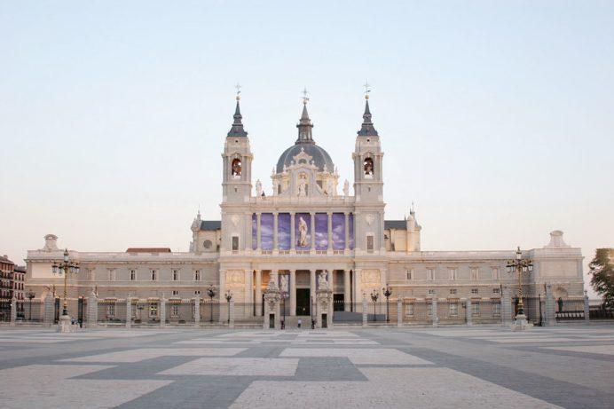 Madrid Gezilecek Yerler: Catedral de la Almudena