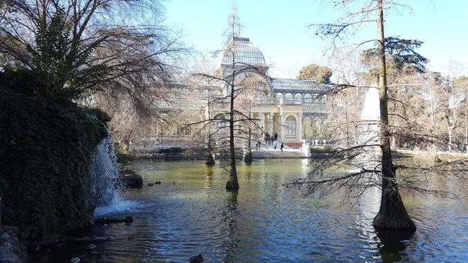 Madrid parklarından El Retiro'da bulunan Kristal Saray