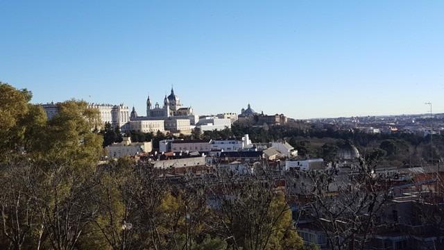 Madrid Gezilecek Yerler: Kraliyet Sarayı'nın Templo de Debod'dan görünümü