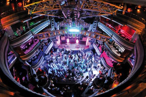 İspanya'nın Başkenti Madrid de gece hayatı: Kapital Gece Kulübü