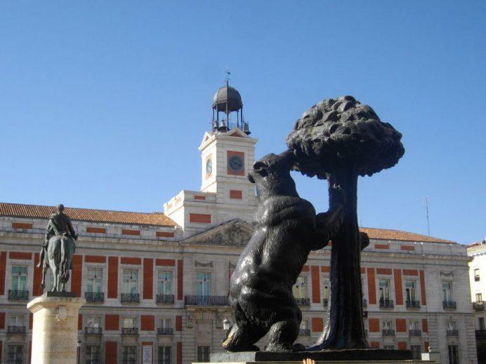 Madrid Gezilecek Yerler: Sol Meydanı ve Çilek Yiyen Ayı Heykeli