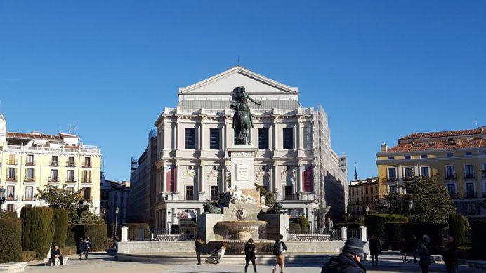 İspanya'nın Başkenti Madrid'de yer alan Tiyatro Binası