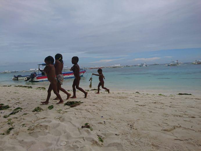 Bohol-Adasında-Mutlu-Çocuklar
