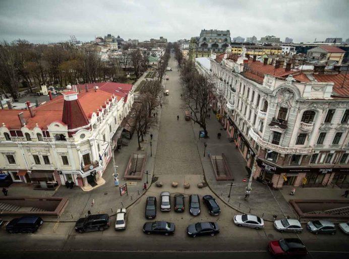 odessa_deribasovskaya_caddesi_gezilecek_yerler_ukrayna_gezisi_ukrayna_havayolları_gece_hayatı_geceleri_kadınları_kiev