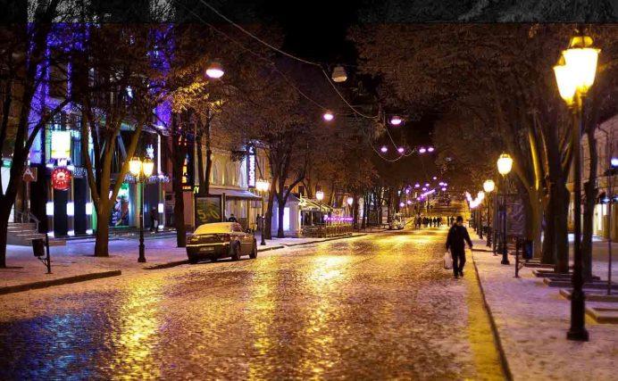 odessa_deribasovskaya_caddesi_gezilecek_yerler_ukrayna_gezisi_ukrayna_havayolları_gece_hayatı_geceleri_kadınları_kiev_lviv