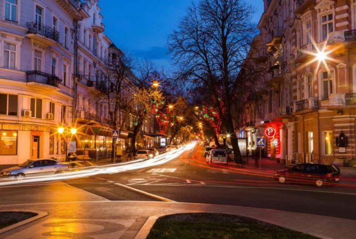 odessa_deribasovskaya_caddesi_gezilecek_yerler_ukrayna_gezisi_ukrayna_havayolları_gece_hayatı_sokak_geceleri_kadınları_kiev_lviv