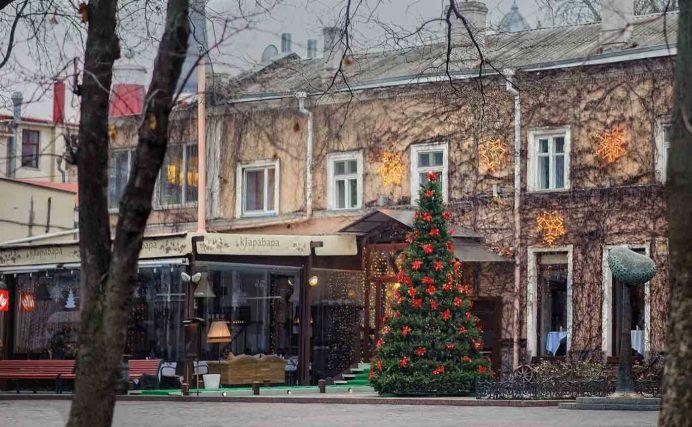 odessa_deribasovskaya_caddesi_gezilecek_yerler_ukrayna_gezisi_ukrayna_havayolları_sokak_gece_hayatı_geceleri_kadınları_kiev