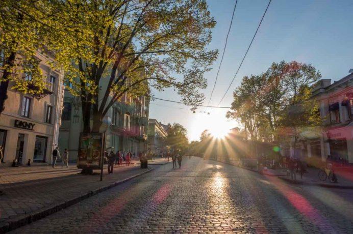 odessa_deribasovskaya_caddesi_pasaj_gezilecek_yerler_ukrayna_gezisi_ukrayna_havayolları_street_gece_hayatı_geceleri_kadınları_kiev