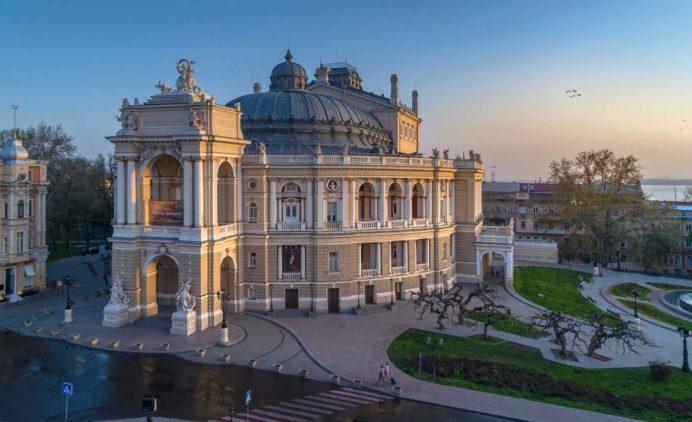 odessa_operası_gezilecek_yerler_ukrayna_gezisi_ukrayna_havayolları_gece_anıt_hayatı_geceleri_kadınları