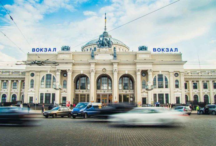 odessa_tren_garı_otobüs_ulaşım_gezilecek_yerler_ukrayna_gezisi_odesa_ukrayna_havayolları_geceleri_gece_hayatı_kadınları_kiev