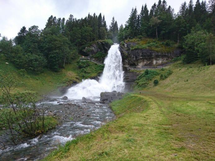 Steinsdalfossen-Şelalesi-Norveç