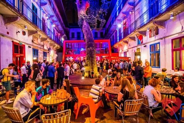 Budapeste_gece_hayati_doboz_ruin-bar