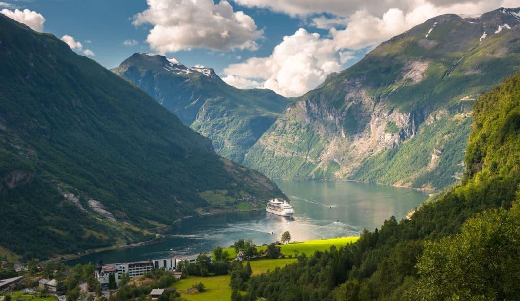 Oslo-Bergen Rotasında Bir Yer-Norveç
