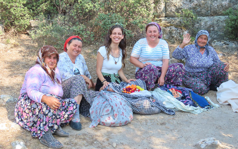 Kapıkırı Köyü bohçalı teyzeler
