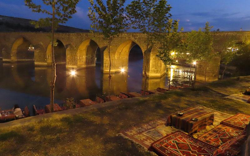 Diyarbakır gezilecek yerler On Gözlü Köprü